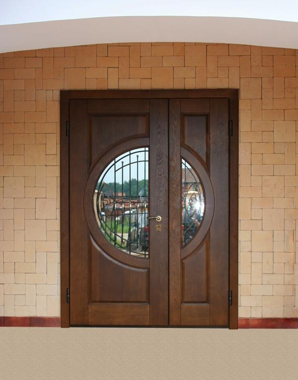 большие входные двустворчатые двери